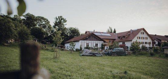 Die nächsten Projekte stehen schon auf dem Plan: Die Innenhofgestaltung und das Gewächshaus © Allgäu GmbH, Philip Herzhoff