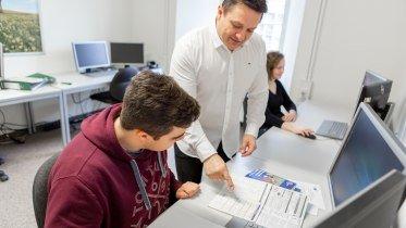 bbw_Weiterbildung zur/zum Ausbilder*in Digital © Berufliche Fortbildungszentren der bayerischen Wirtschaft (bbw-Gruppe)