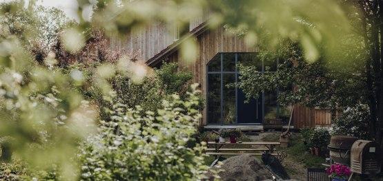 Ein würdevoller Rückzugsort mit besonderem Blick auf das Thema Energie - das Althofprojekt der Eigentümergenossenschaft Immenthal © Allgäu GmbH, Philip Herzhoff
