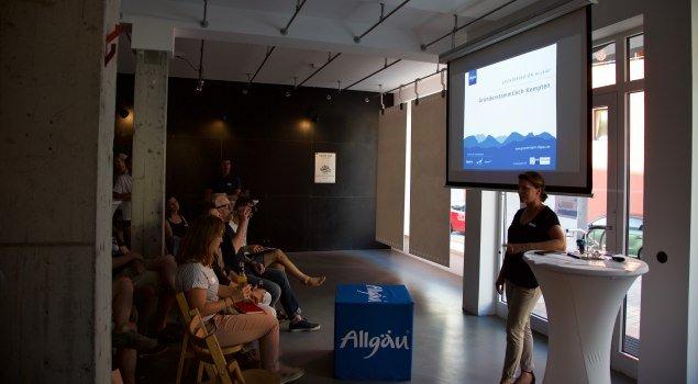 Die Gründerregion Allgäu bietet Gründern die Möglichkeit sich an den Gründerstammtischen zu präsentieren. © sonsandfriends